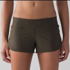ISO - Lululemon Olive Speed Up 2.5 inch, Size 6
